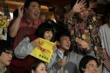 篠山輝信がレポーター役で連続テレビ小説『まれ』4月27日放送回にゲスト出演(C)NHK