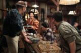 左から、春さん(及川いぞう)、亀山すみれ(早見あかり)、好子(江口のりこ)、池田(前野朋哉)、巡査(バッファロー吾郎A)。 こひのぼり・店内にて。いきいきと店の手伝いをしている、すみれ。『ザ・プレミアム マッサン スピンオフ(前編)「すみれの家出〜かわいい子には旅をさせよ〜」』4月25日、BSプレミアムで放送(C)NHK