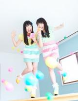 『B.L.T』巻頭ページで共演した(左から)妹の伊藤千由李(チームしゃちほこ)、姉の伊藤千咲美(GEM)