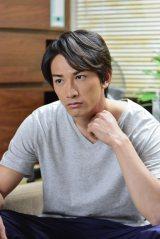 俳優デビューは2010年。「新人俳優の役を等身大で演じます」(C)NHK