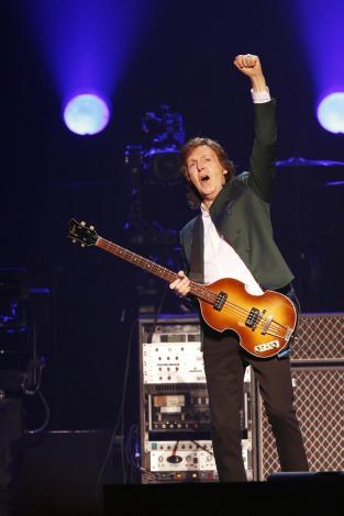 ビートルズ初来日以来49年ぶりに日本武道館のステージに立ったポール・マッカートニー(C)堀田芳香