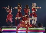2度目の単独ツアー最終公演をさいたまスーパーアリーナで行ったE-girls(写真左から)Shizuka、鷲尾伶菜、MIYUU、Ami
