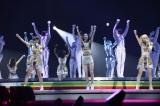 2度目の単独ツアー最終公演をさいたまスーパーアリーナで行ったE-girls(写真左から)鷲尾伶菜、坂東希、Ami