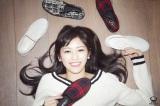 シングル「出逢いの続き」の「ファッションBOOK」盤では50着以上のコーディネートを披露する渡辺麻友