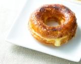 「かりっ」「ふわっ」「とろーり」新食感の味わいクレームブリュレドーナツ(プレーン/270円)