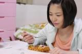異色の食レポ連続ドラマ『泣きめし今日子』(TOKYO MX1)でヒロイン・今日子を演じる安達花穂