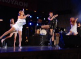 ピンク・レディーのUFOを披露した(左から)中村あゆみ、未唯mie、SHOW-YAの寺田恵子 (C)ORICON NewS inc.