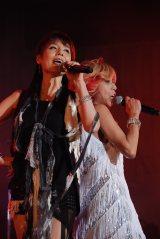 サプライズゲストの未唯mieと寺田恵子がコラボ〜『NAONのYAON 2015』より (C)ORICON NewS inc.