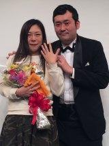 結婚祝福に感謝を述べた(左から)椿鬼奴、佐藤大(C)日本テレビ