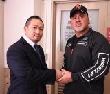 (左から)DDT社長との兼任でWRESTLE-1のCEOに就任した高木三四郎、WRESTLE-1社長の武藤敬司 (C)WRESTLE-1