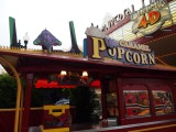 USJ新イベント「ユニバーサル・クールジャパン」の『エヴァンゲリオン・ザ・リアル 4-D』を上映する劇場前のポップコーンカート