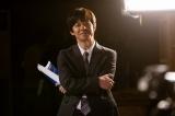 主演ドラマ『ボクの妻と結婚してください。』NHK・BSプレミアムで10日スタート。第1話より、収録現場を見守る修治(内村光良) (C)NHK