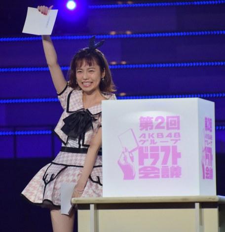 『第2回AKB48グループドラフト会議』で島崎遥香が3チームの指名が競合した樋渡結依(ひわたし・ゆい)さんの交渉権を獲得 (C)ORICON NewS inc.