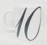 シリーズ10年目にして初のオリジナルグッズが誕生。マグカップ(側面)