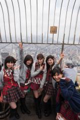 NY観光を楽しむAKB48のメンバー(写真左から岩立沙穂、大島涼花、平田梨奈、武藤十夢、野澤玲奈)(C)AKS