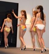 三愛水着の新作水着ファッションショーの模様 (C)ORICON NewS inc.