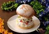 ふわふわホイップ&季節のフルーツがバーガーに!