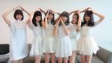 東京女子流と番組MC・梅澤亜季(左) (C)ORICON NewS inc.