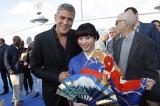 映画『トゥモローランド』(6月6日公開)のワールドプレミアに参加した志田未来。ジョージ・クルーニーと初対面を果たした