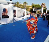 映画『トゥモローランド』ワールドプレミアのブルーカーペットに着物の柄がよく映え、目立っていた志田未来