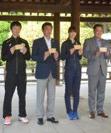 (左から)阿部裕太選手、南部正司全日本男子監督、木村沙織選手、眞鍋政義全日本女子監督