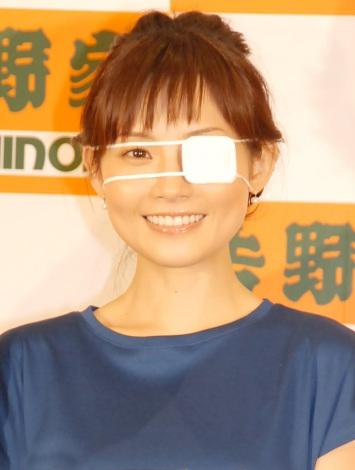 左目に眼帯を付けて登場した安倍なつみ=吉野家新商品『ベジ丼』発表会 (C)ORICON NewS inc.