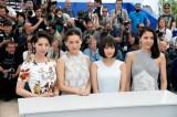 『海街diary』公式上映前のレッドカーペットに出席した(左から)夏帆、綾瀬はるか、広瀬すず、長澤まさみ
