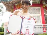 現地台湾で「2015 TNA台湾ネイル親善大使」の称号を受賞した南明奈