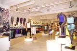 『NIKE WOMAN'S STUDIO』1階では最新ウェアやシューズが購入可能(写真:榑林史章)
