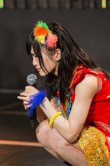 『第7回AKB48選抜総選挙』投票速報の結果を聞き、涙を流した山本彩(右)=チームN 『ここにだって天使はいる』公演 (C)AKS