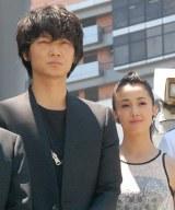 沢尻エリカ(右)は「役者魂はんぱないし、男前」と感嘆した綾野剛(左) (C)ORICON NewS inc.