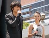 映画『新宿スワン』BIG龍彦Project IN 新宿 オープニングセレモニーに出席した(左から)綾野剛、沢尻エリカ (C)ORICON NewS inc.