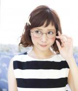 田中里奈プロデュースのメガネフレーム『レトロ・ガーリー・ボストン』
