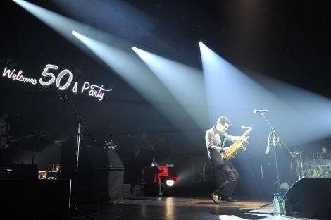昨年12月27日の誕生日に開催したライブイベント『藤井尚之 Welcome 50's Party』の模様をBSフジで5月29日午後10時よりテレビ初放送OA(C)BSフジ