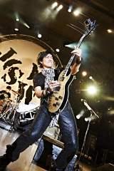 日比谷野外大音楽堂公演を行ったJUN SKY WALKER(S)(写真はギターの森純太)