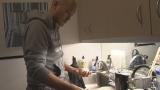 ニューヨークのアパートで一人暮らしをしながらミュージカルに挑む渡辺謙に半年間独占密着した『プロフェッショナル 仕事の流儀』5月25日放送(C)NHK