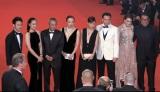 『第68回カンヌ国際映画祭』コンペティション部門監督賞を受賞したホウ・シャオシェン監督の『黒衣の刺客』公式上映のレッドカーペットには妻夫木聡も参加