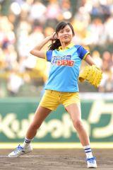 始球式イベント「ファーストピッチ」に登場した小島瑠璃子(C)MBS