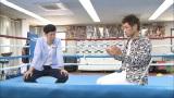 所属している神戸市の真正ジムで司会の小籔千豊と対談(C)関西テレビ