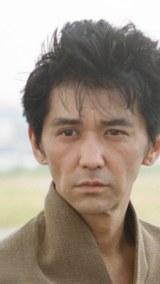 ドラマ『シメシ』に出演する村上淳