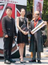 映画『アベンジャーズ/エイジ・オブ・ウルトロン』大ヒット祈願イベントに出席した(左から)宮迫博之、米倉涼子、竹中直人