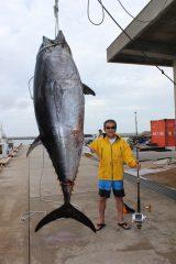 361キロの巨大マグロを釣り上げた松方弘樹