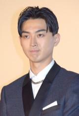 映画『イニシエーション・ラブ』初日舞台あいさつに出席した松田翔太