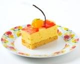 マンゴーの果肉をトッピングした有楽町イトシア店限定メニュー『マンゴーババロア』(450円)
