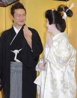 新婚生活を「満喫してる」とのろけた中村獅童(左)と妻・沙織さん(右) (C)ORICON NewS inc.