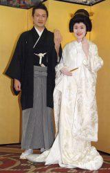 披露宴前の囲み取材に出席した(左から)中村獅童、妻・沙織さん (C)ORICON NewS inc.