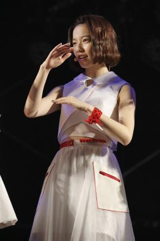 ワンピースを着た島崎遥香