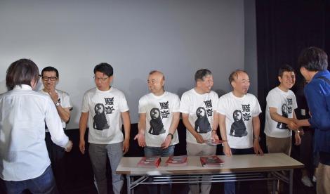初日舞台あいさつで行われた、サイン入りパンフお渡し会の模様 (C)ORICON NewS inc.