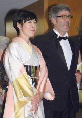 披露宴に参列した(左から)寺島しのぶ・ローラン・グナシア氏夫妻 (C)ORICON NewS inc.