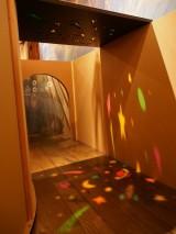 迷路の途中にはさまざまな仕掛けが待ち構えている。東京・三鷹の森ジブリ美術館の企画展示『幽霊塔へようこそ展−通俗文化の王道−』より(C)Nibariki (C)Museo d'Arte Ghibli (C)Studio Ghibli (C)ORICON NewS inc.